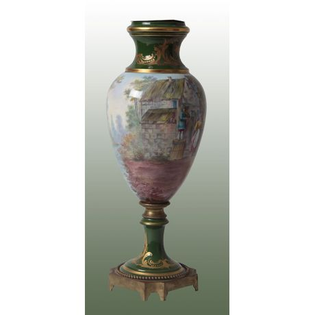 Antico vaso francese in porcellana decorata di Sevres del 1800