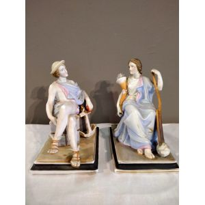 Coppia di statuine in porcellana Biscuit